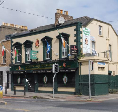 Dublin 02, Pearse Street, No. 81-82