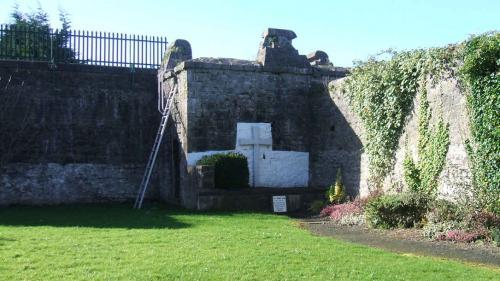 Limerick, Sarsfield Barracks